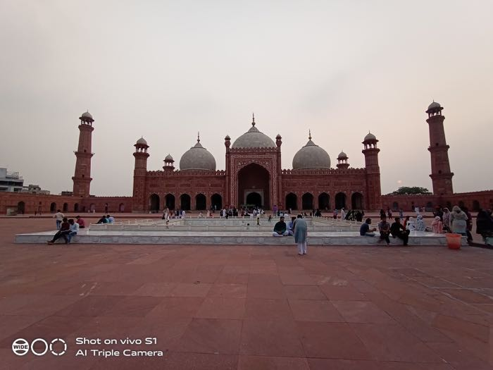 Badshahi mosque wide-angle
