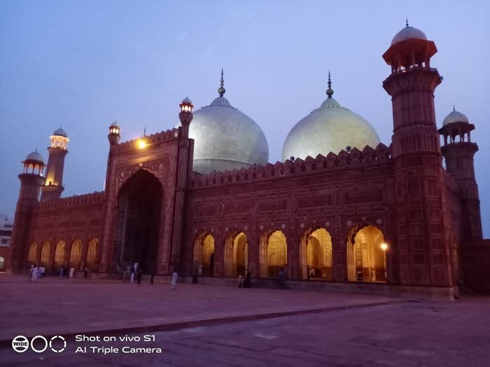 Badshahi mosque, Low light, (1x)